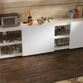совмещение плитки и ламината на кухне декор