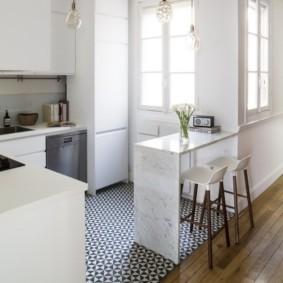 совмещение плитки и ламината на кухне фото виды