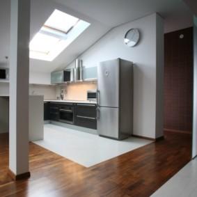 совмещение плитки и ламината на кухне оформление
