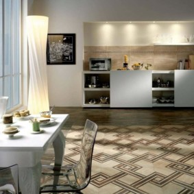 совмещение плитки и ламината на кухне виды фото