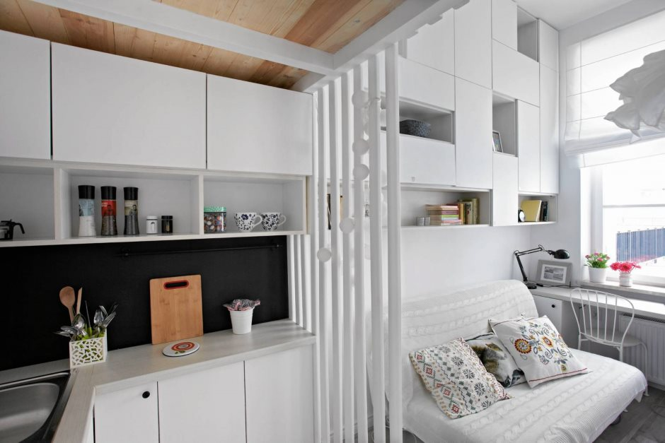 Рабочая зона кухни в современной квартире студии