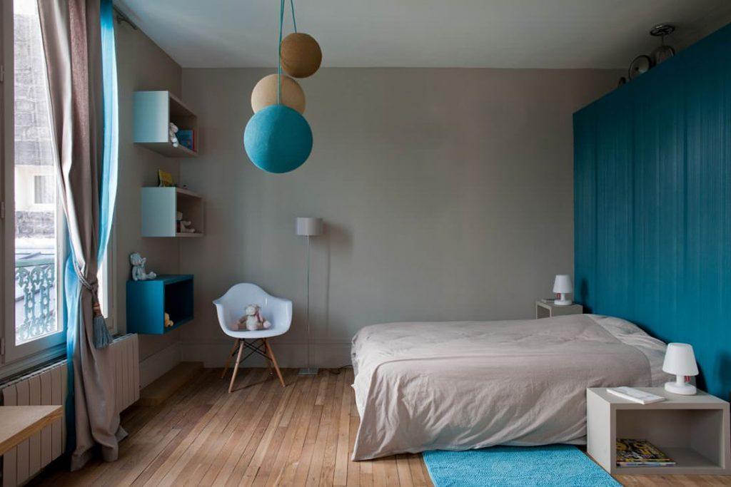 спальня в бирюзовых тонах декор
