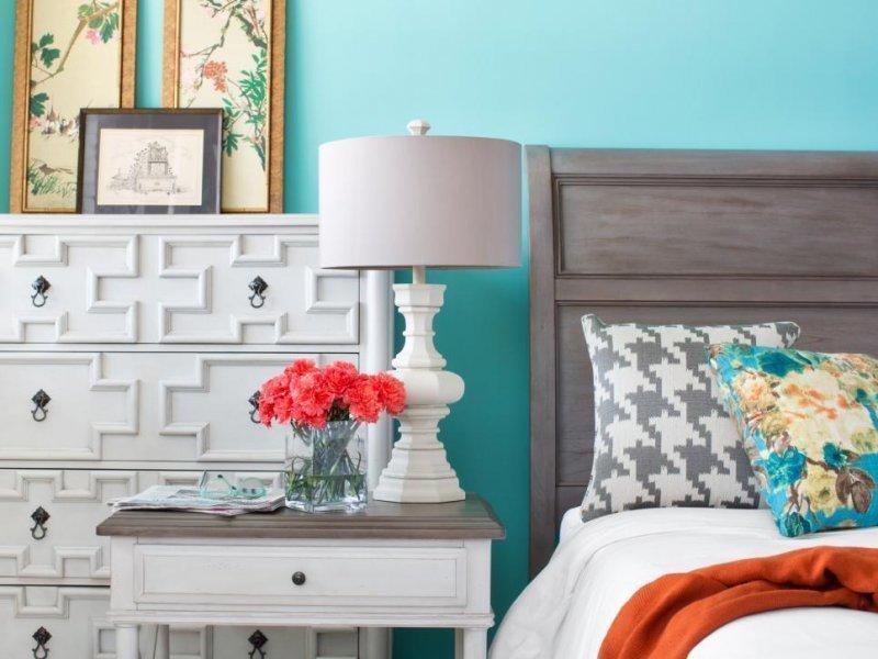 спальня в бирюзовых тонах фото декора