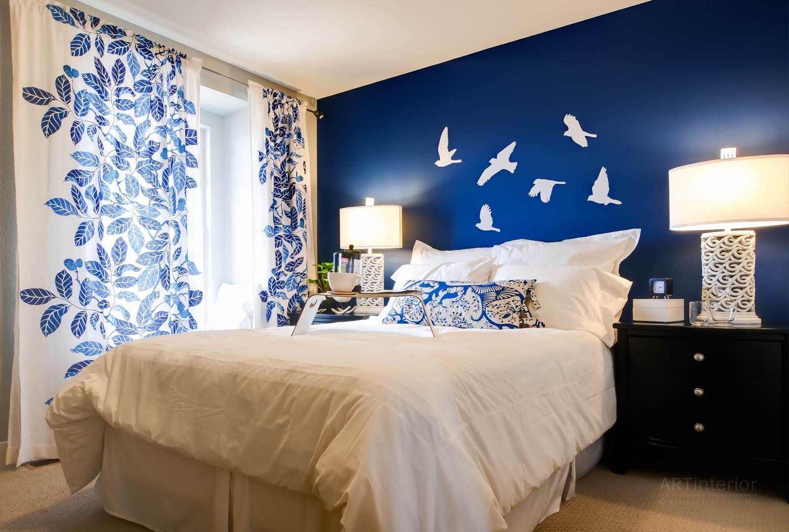 спальня в голубом цвете декор фото