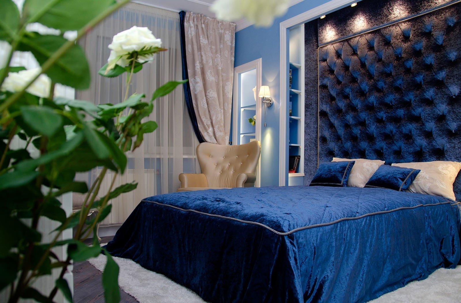 спальня в голубом цвете дизайн фото