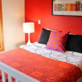 спальня в красных тонах идеи видов