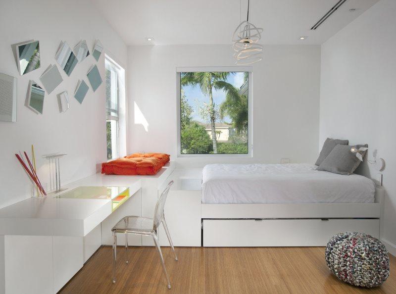 Белая спальня для девушки в стиле минимализма