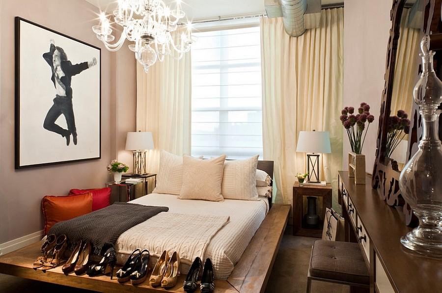 спальня с кроватью у окна дизайн фото