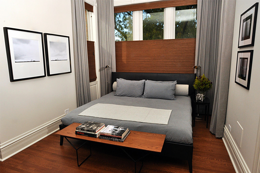 спальня с кроватью у окна фото дизайн