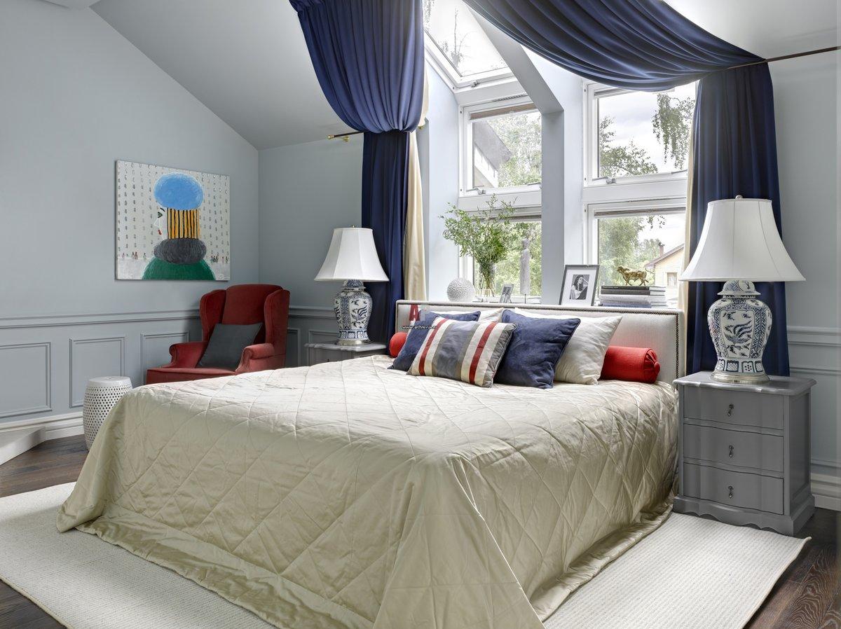 спальня с кроватью у окна фото дизайна