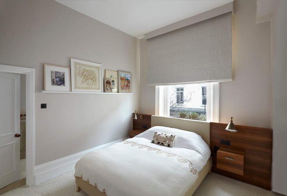 спальня с кроватью у окна идеи дизайн