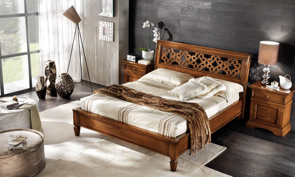 спальня с кроватью у окна интерьер фото