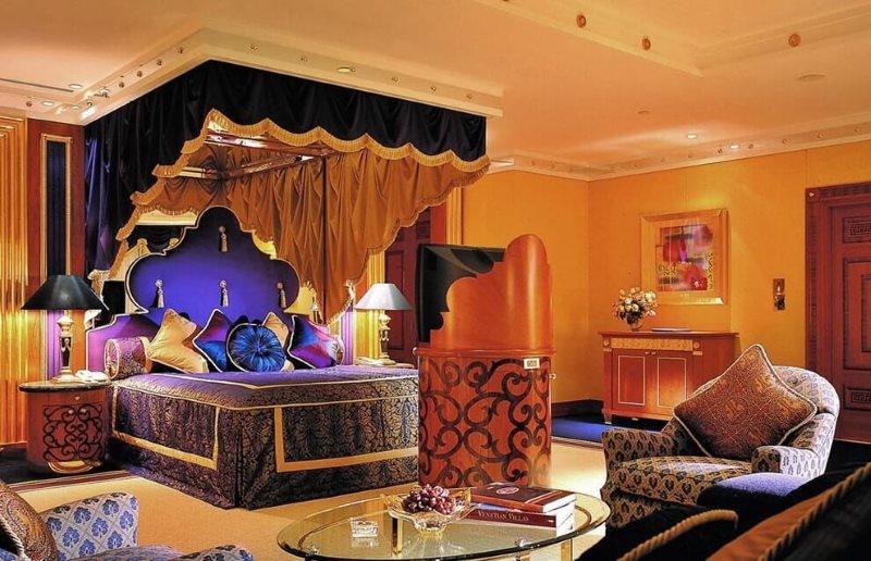 Просторная спальня в арабском стиле