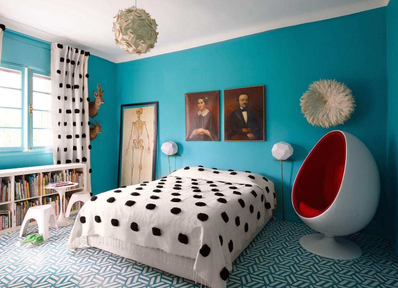 спальня в бирюзовых тонах идеи декора