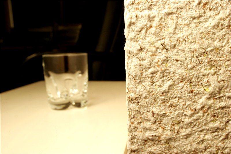 Угол стены с покрытием из жидких обоев