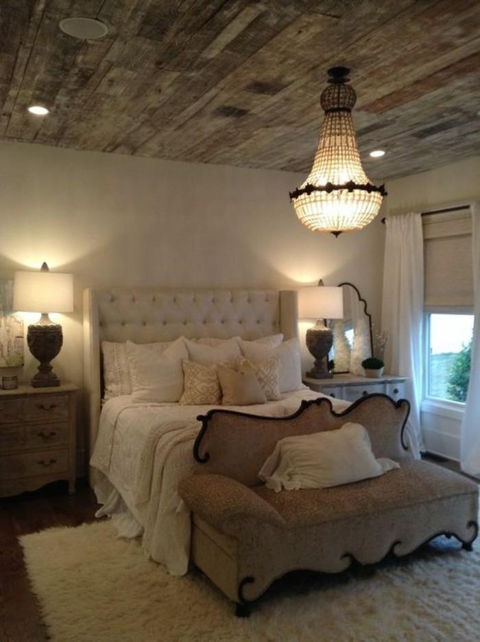 Светильник на потолке спальни в стиле кантри