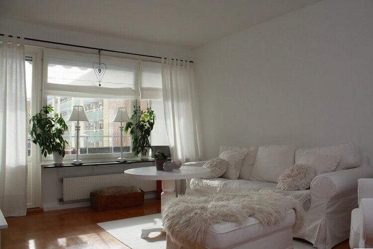 Белые стены гостиной в стиле прованс