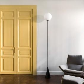 светлые двери в квартире декор идеи