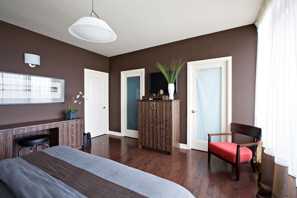 светлые двери в квартире декор