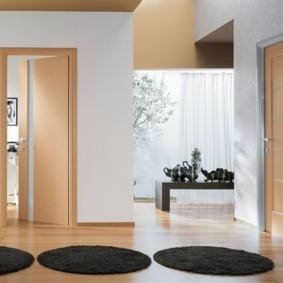 светлые двери в квартире дизайн