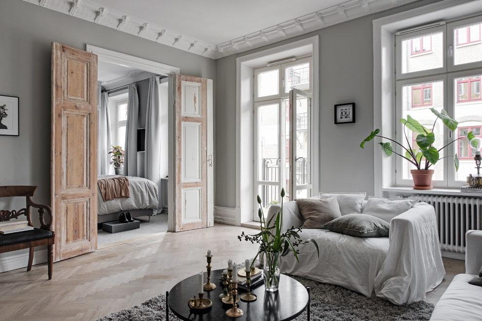 светлые двери в квартире интерьер
