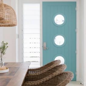 светлые двери в квартире виды