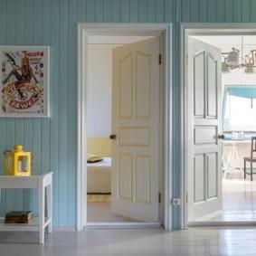 светлые двери в квартире виды фото