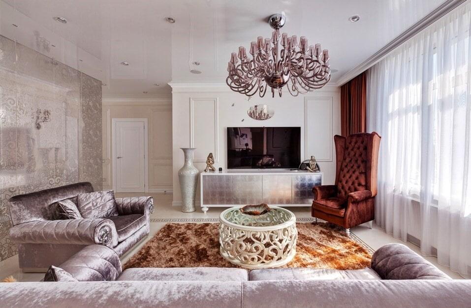 Белые шторы в гостиной стиля арт-деко