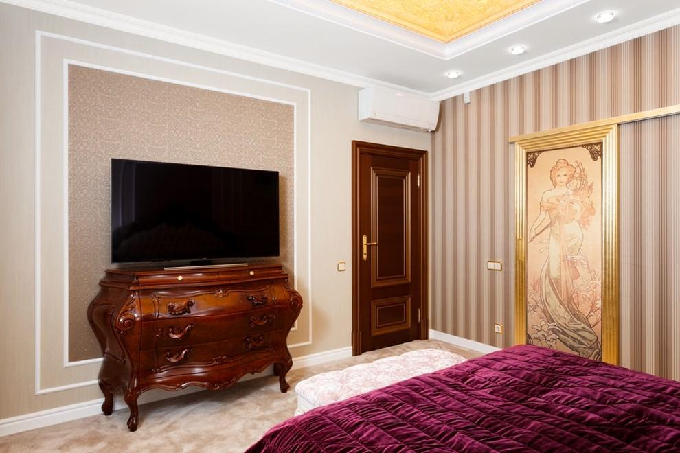 Коричневая мебель в спальной комнате