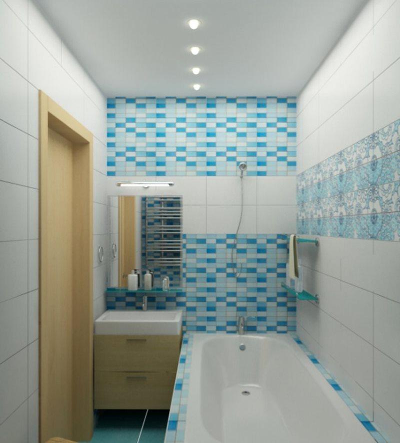 Точечные светильники на белом потолке ванной