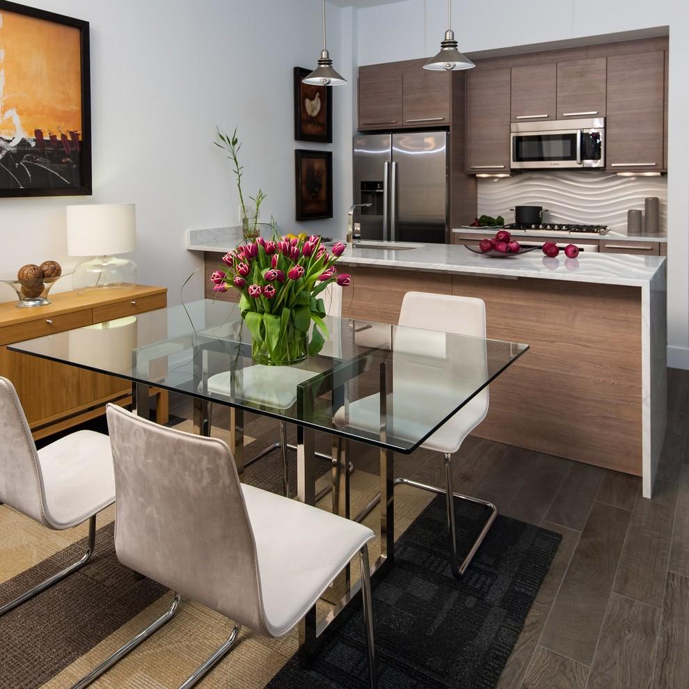 Стеклянный стол в интерьере современной кухни
