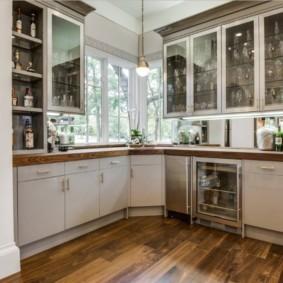 Ламинированный пол кухни в частном доме