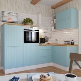 Бирюзовые фасады кухонной мебели