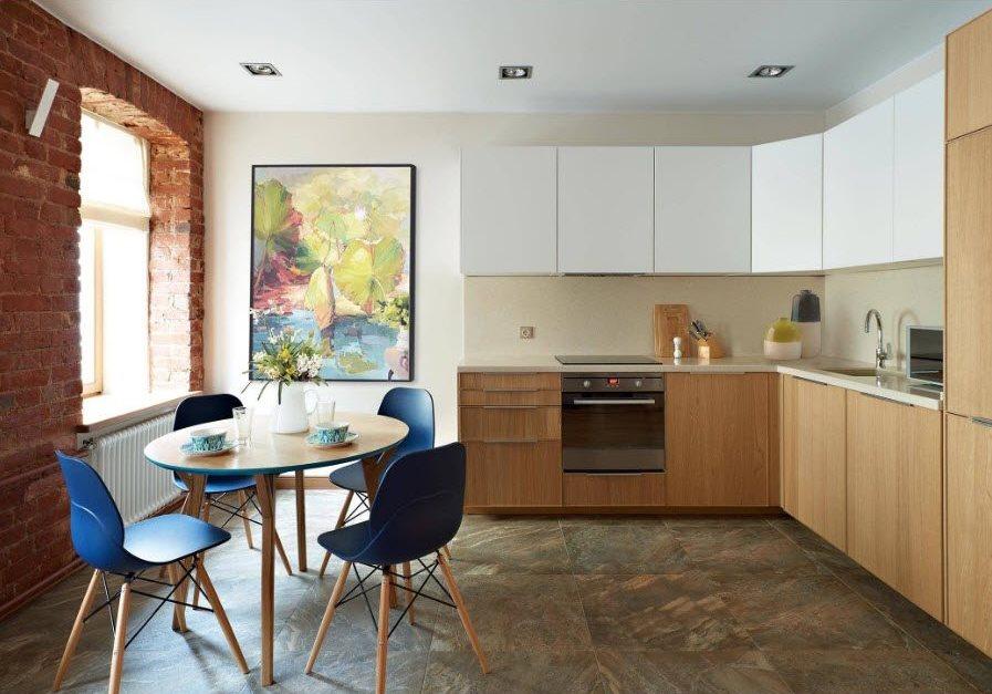 Кирпичная стена в кухне угловой планировки