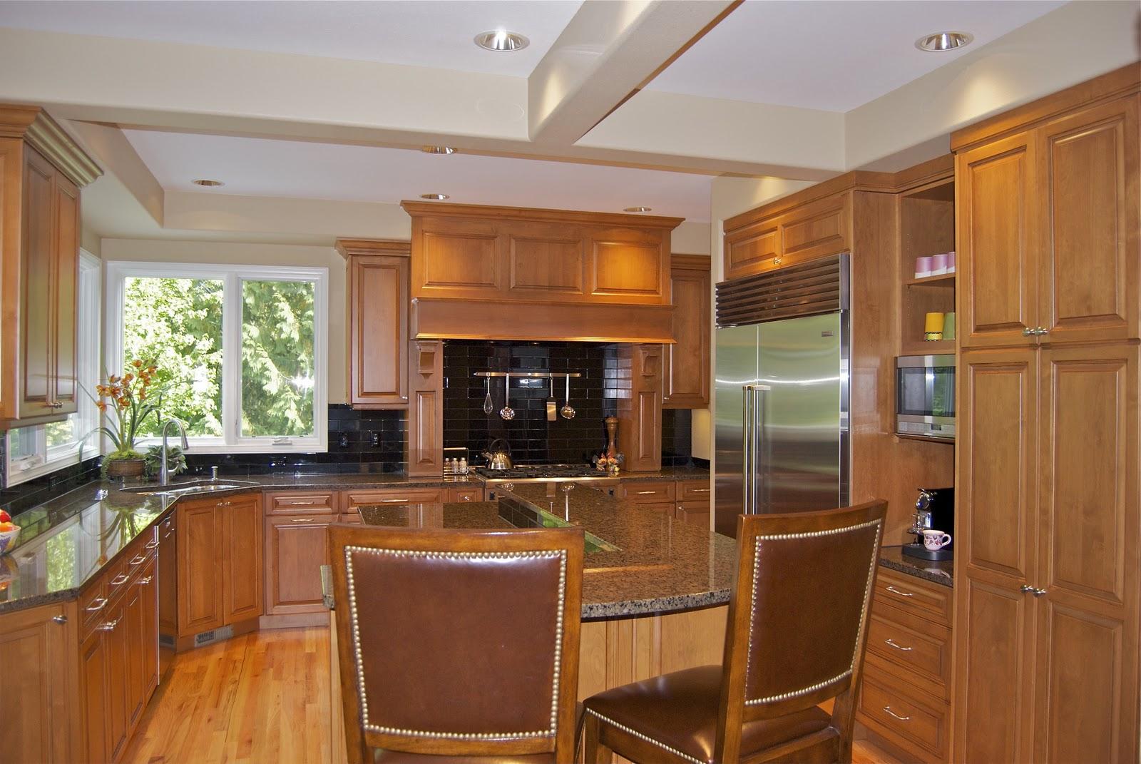 угловая кухня с мойкой в углу дизайн фото
