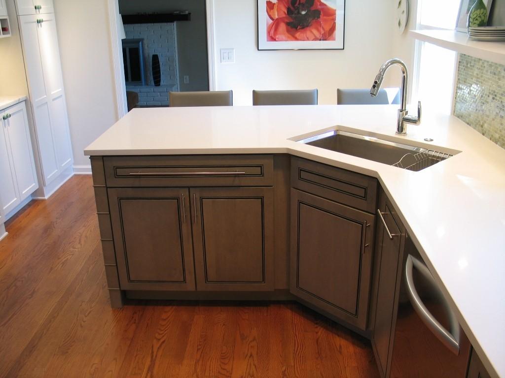 угловая кухня с мойкой в углу фото идеи