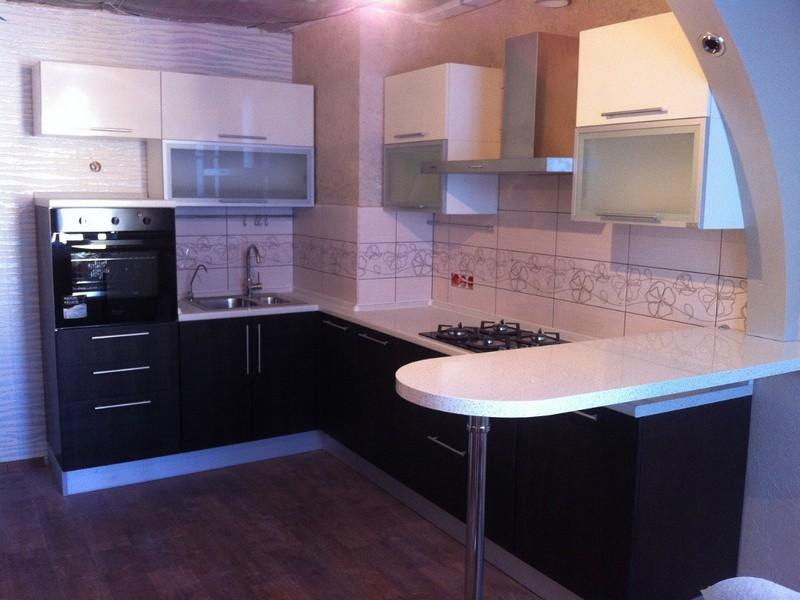угловая кухня с мойкой в углу фото варианты