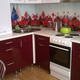 угловая кухня с мойкой в углу фото видов
