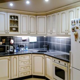 угловая кухня с мойкой в углу идеи фото
