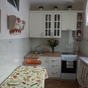 угловая кухня с мойкой в углу идеи вариантов
