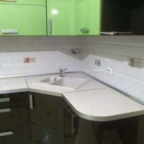 угловая кухня с мойкой в углу идеи варианты