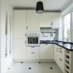 угловая кухня с мойкой в углу фото