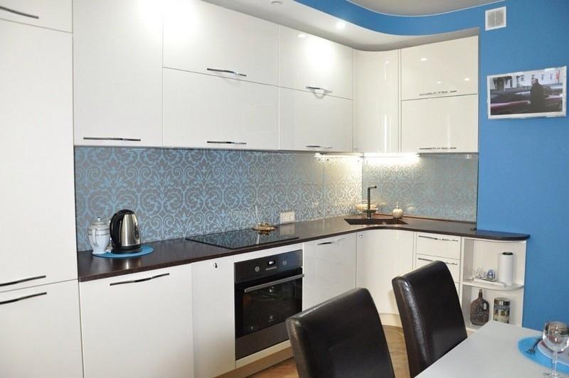угловая кухня с мойкой в углу идеи дизайн