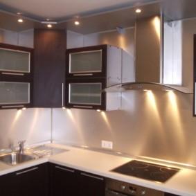 угловая кухня с мойкой в углу идеи дизайна