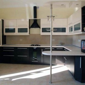 угловая кухня с мойкой в углу виды идеи