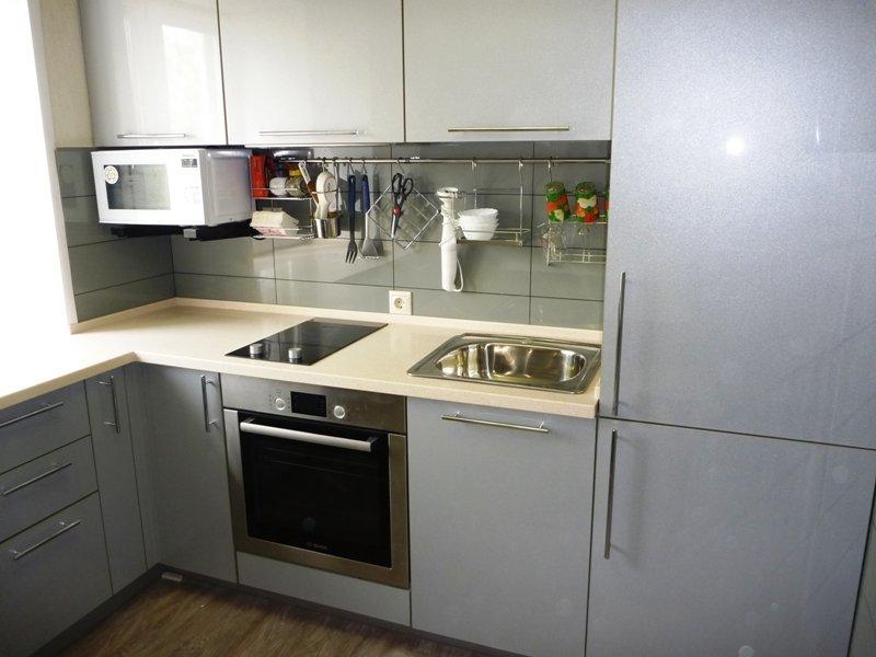 Узкая варочная панель вместо обычной плиты на кухне в хрущевке