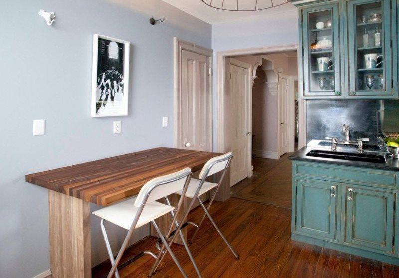 Маленький кухонный стол для двух едоков