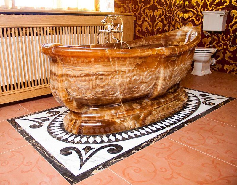 Ванна из натурального мрамора на пьедестале
