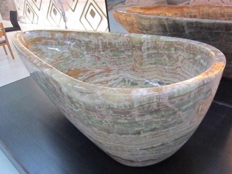 Уникальная чаша каменной ванны из оникса