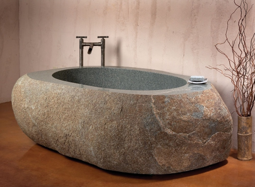 Современная ванна из природного валуна